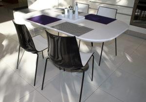 Jídelní stůl polyston